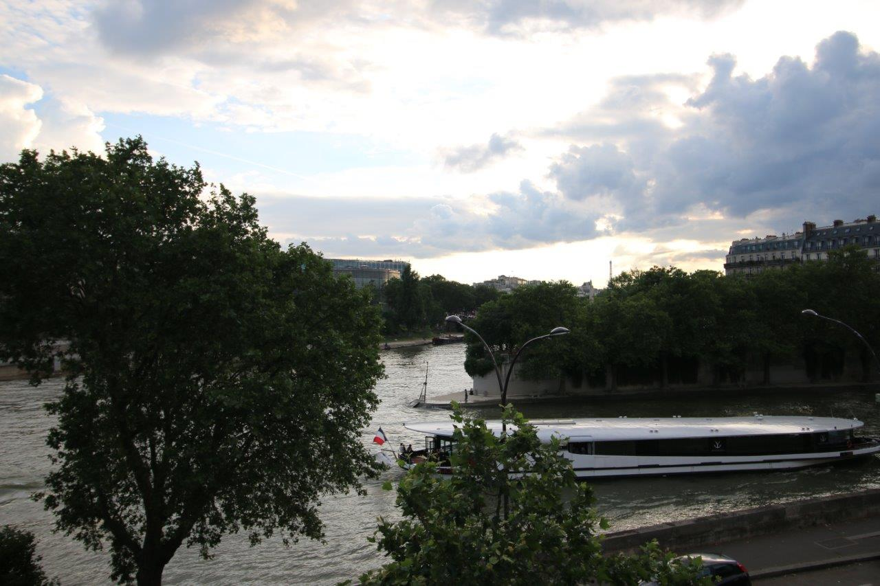 img_40-View-over-the-Seine-from-grand-salon-2